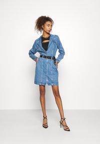 Missguided - BLAZER FIT DRESS  - Manteau court - mid blue - 1
