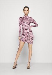 Missguided - TIGER PRINT SLINKY RUCHED MINI DRESS - Shift dress - lilac - 1