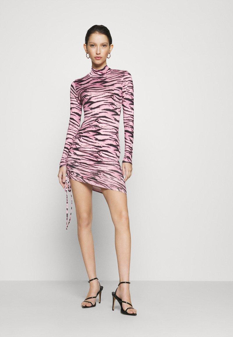 Missguided - TIGER PRINT SLINKY RUCHED MINI DRESS - Shift dress - lilac