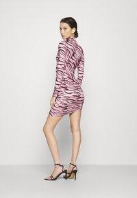 Missguided - TIGER PRINT SLINKY RUCHED MINI DRESS - Shift dress - lilac - 2