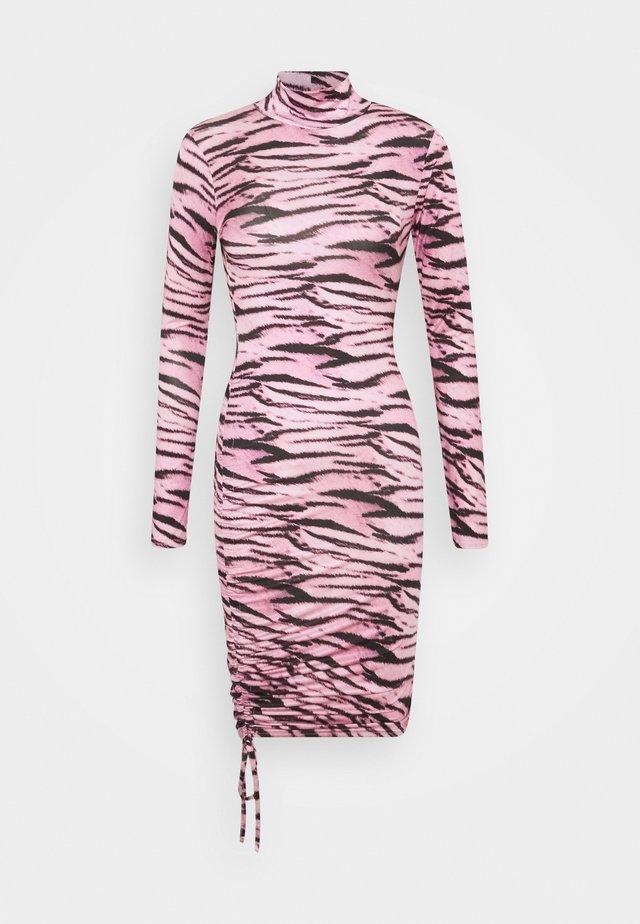 TIGER PRINT SLINKY RUCHED MINI DRESS - Jersey dress - lilac