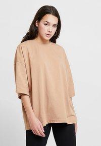 Missguided - DROP SHOULDER OVERSIZED 2 PACK - T-shirts - camel/black - 2