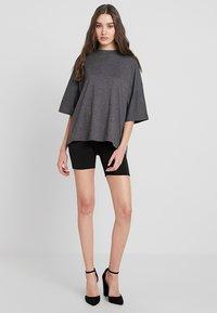 Missguided - DROP SHOULDER OVERSIZED 2 PACK - T-shirts - black/grey - 1