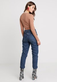 Missguided - BASIC LONG SLEEVE BODYSUIT 2 PACK - Longsleeve - black/camel - 2
