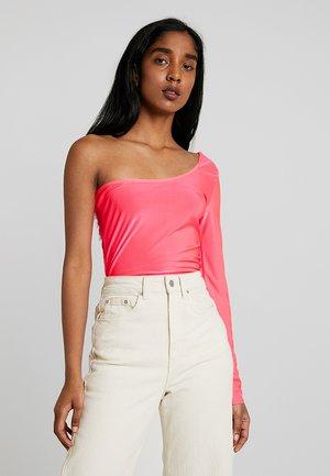 SLINKY ONE SHOULDER BODYSUIT - Långärmad tröja - neon pink