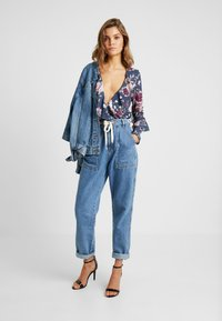 Missguided - WRAP FRONT FRILL BODYSUIT - Blouse - navy - 1