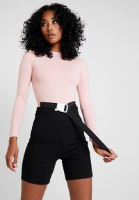 Missguided - LONG SLEEVED SEATBELT BODYSUIT - Long sleeved top - pink - 0