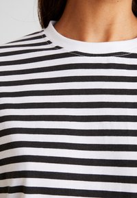 Missguided - STRIPE DROP SHOULDER LONG SLEEVE - T-shirt à manches longues - white/black - 4