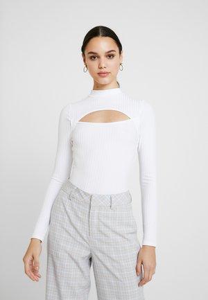 HIGH NECK CUT OUT - Maglietta a manica lunga - white
