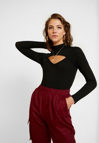 Missguided - CUT OUT LONG SLEEVED 2 PACK - Top s dlouhým rukávem - sun dried tomato/jet black - 2