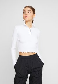 Missguided - HIGH NECK LETTUCE HEM ZIP UP CROP 2 PACK - Long sleeved top - split pea/brilliant white - 2