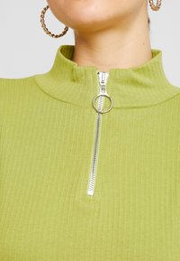 Missguided - HIGH NECK LETTUCE HEM ZIP UP CROP 2 PACK - Long sleeved top - split pea/brilliant white - 5