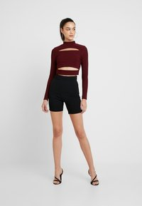 Missguided - CUT OUT CROP - Long sleeved top - burgundy - 1