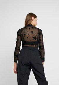 Missguided - HALLOWEEN STAR PRINT - Long sleeved top - black - 2