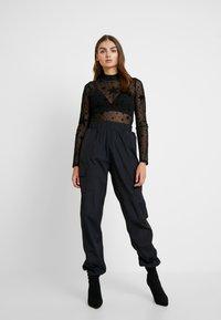 Missguided - HALLOWEEN STAR PRINT - Long sleeved top - black - 1