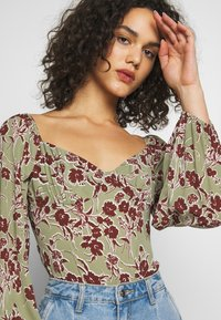 Missguided - DITSY FLORAL MILKMAID BODYSUIT - Body - green - 4