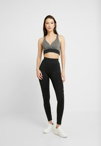 Missguided - ACTIVE CROSS FRONT SPORTS BRA SET - Top - black - 1