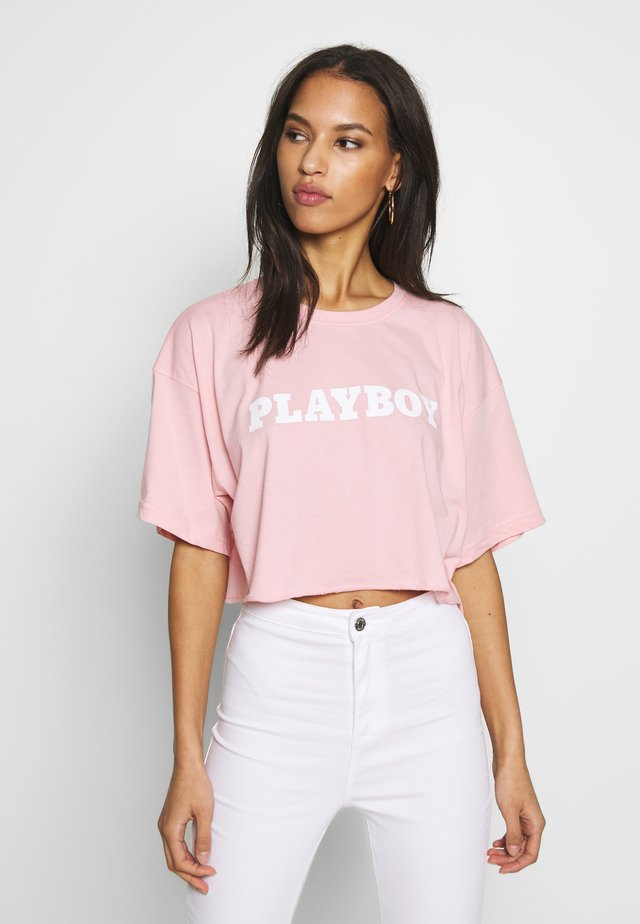 PLAYBOY CROPPED LOUNGE TEE - Print T-shirt - pink