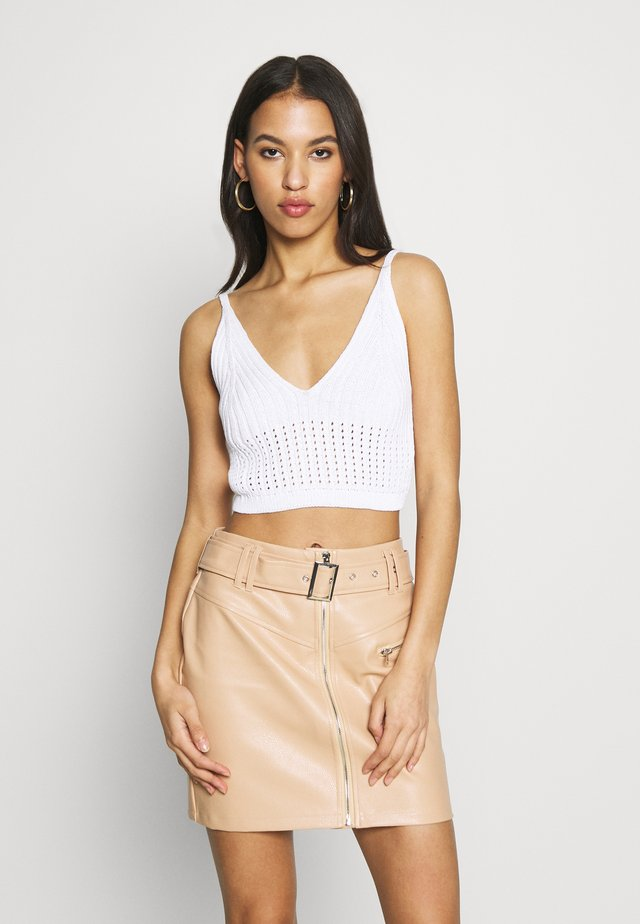 V NECK CROP  - Top - white