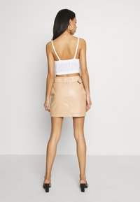 Missguided - V NECK CROP  - Topper - white - 2