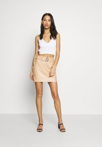 Missguided - V NECK CROP  - Topper - white - 1