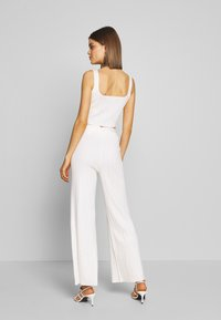 Missguided - BUTTON THROUGH CROP CO-ORD MIDAXI TROUSER SET - Trousers - white - 2