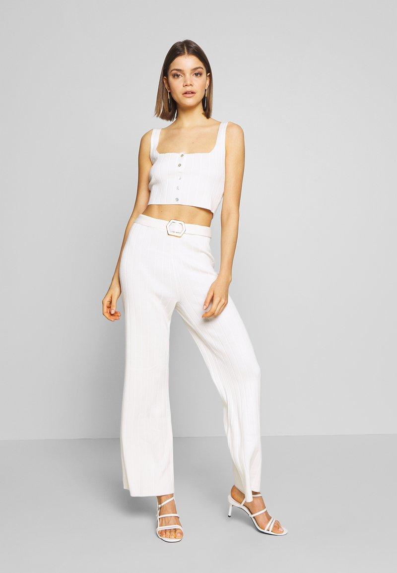 Missguided - BUTTON THROUGH CROP CO-ORD MIDAXI TROUSER SET - Trousers - white