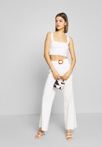 Missguided - BUTTON THROUGH CROP CO-ORD MIDAXI TROUSER SET - Trousers - white - 1