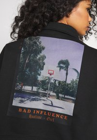Missguided - BAD INFLUENCE CROP - Bluza rozpinana - black