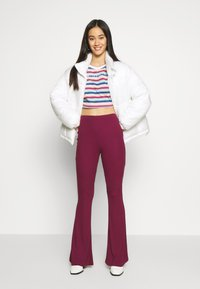 Missguided - EMBROIDERED SLOGAN CROP TOP - Maglietta a manica lunga - red - 1