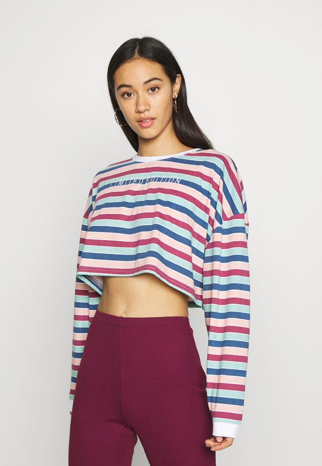 EMBROIDERED SLOGAN CROP TOP - Long sleeved top - red