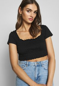 Missguided - SHIRRED CROP 2 PACK - Jednoduché triko - white/black - 4