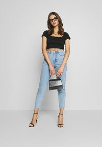 Missguided - SHIRRED CROP 2 PACK - Jednoduché triko - white/black - 1