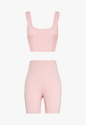 CODE CREATE REFLECTIVE DETAIL CROP TOP SHORT - Toppi - pink