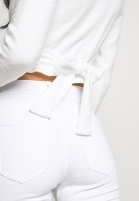 Missguided - BRUSHED LONG SLEEVE WRAP - Topper langermet - cream - 4
