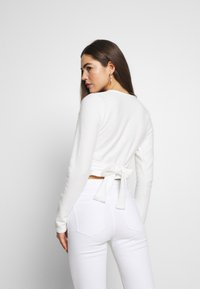 Missguided - BRUSHED LONG SLEEVE WRAP - Topper langermet - cream - 2