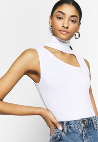 Missguided - SLEEVELESS CUT OUT BODYSUIT - Top - white - 3