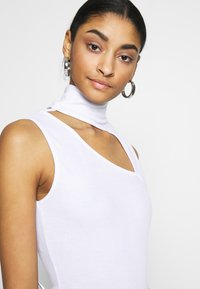 Missguided - SLEEVELESS CUT OUT BODYSUIT - Top - white - 5