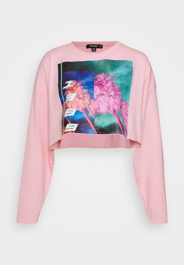 PRINTED OVERSIZED CROP - Long sleeved top - pink
