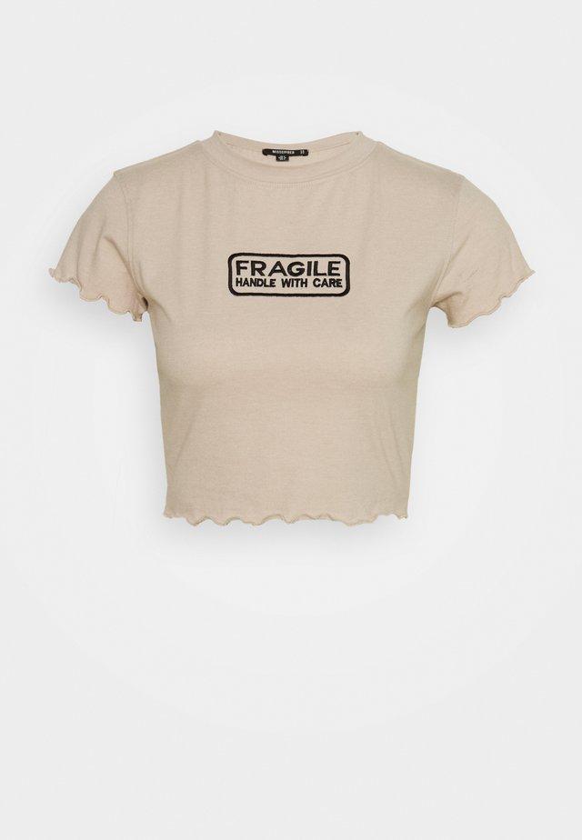 LETTUCE CROP SLOGAN TEE - Print T-shirt - nude