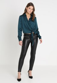 Missguided - WRAP FRONT SIDE TIE - Blouse - teal - 1