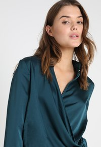 Missguided - WRAP FRONT SIDE TIE - Blouse - teal - 3