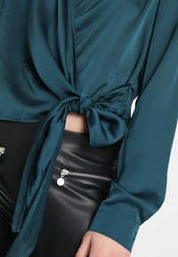 Missguided - WRAP FRONT SIDE TIE - Blouse - teal - 5