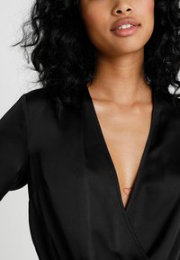 Missguided - WRAP FRONT PLUNGE BODYSUIT - Blouse - black - 4