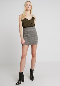 Missguided - BUTTON FRONT STRAPPY CAMI - Top - khaki - 1