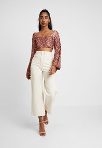 Missguided - FLORAL PLISSE SQUARE NECK - Long sleeved top - rust - 1