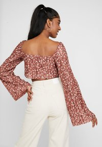 Missguided - FLORAL PLISSE SQUARE NECK - Long sleeved top - rust - 2