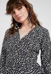 Missguided - ABSTRACT SPOT PEPHEM BUTTON FRONT BLOUSE - Bluse - black