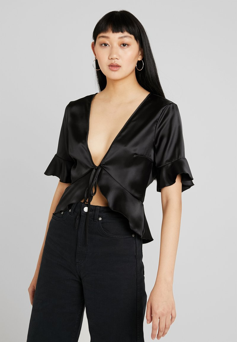 Missguided - SHORT SLEEVE EASY TIE FRONT CROP - Blusa - black