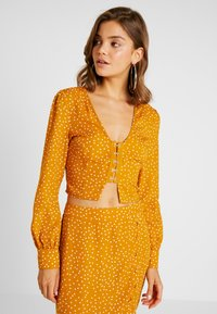 Missguided - SPOT PRINT HOOK AND EYE CROP - Blouse - mustard - 0